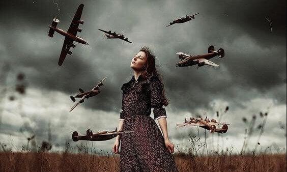 Donna e aerei