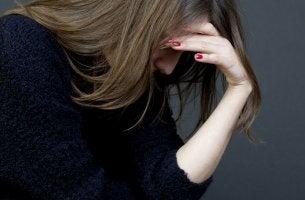 Essere molto intelligente può essere difficile donna triste