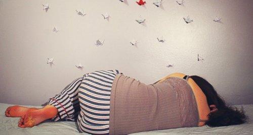 Donna che dorme ed è connessa ai suoi sogni