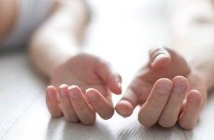 Mani di una coppia sesso tra amici