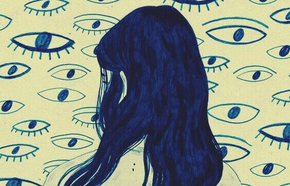 Ragazza di spalle la cui ansia la porta a percepire il mondo in modo alterato