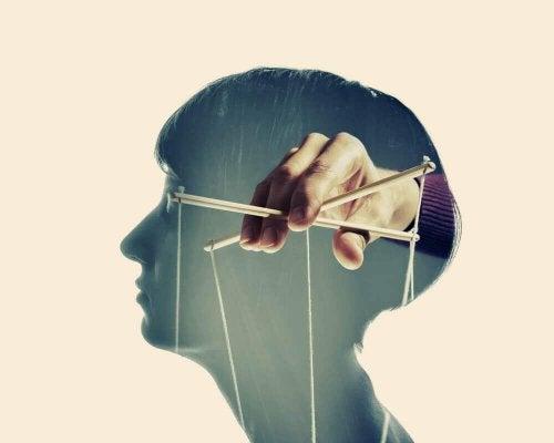 Tecniche di manipolazione psicologica