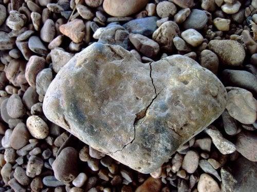 Pietra a forma di cuore