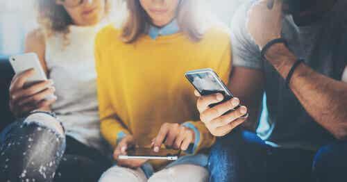 Gli smartphone ci rendono stupidi?