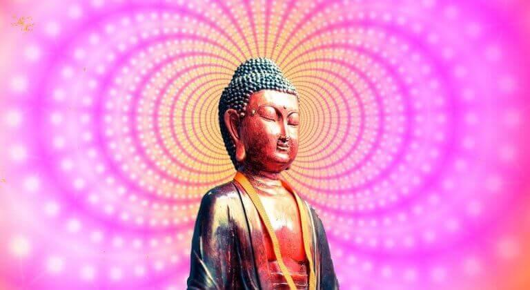 Buddha avvolto da luci