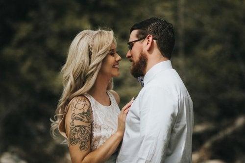 Stigmatofilia: attrazione sessuale per piercing e tatuaggi