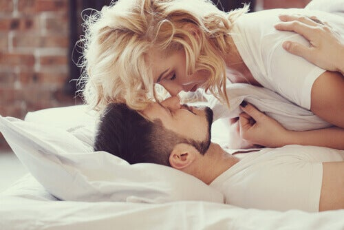 Coccole a letto: una sana abitudine – La Mente è Meravigliosa