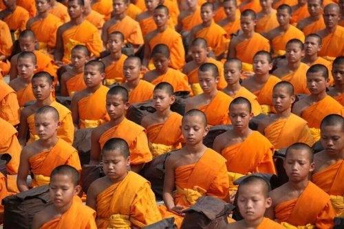 Gruppo di bambini buddisti