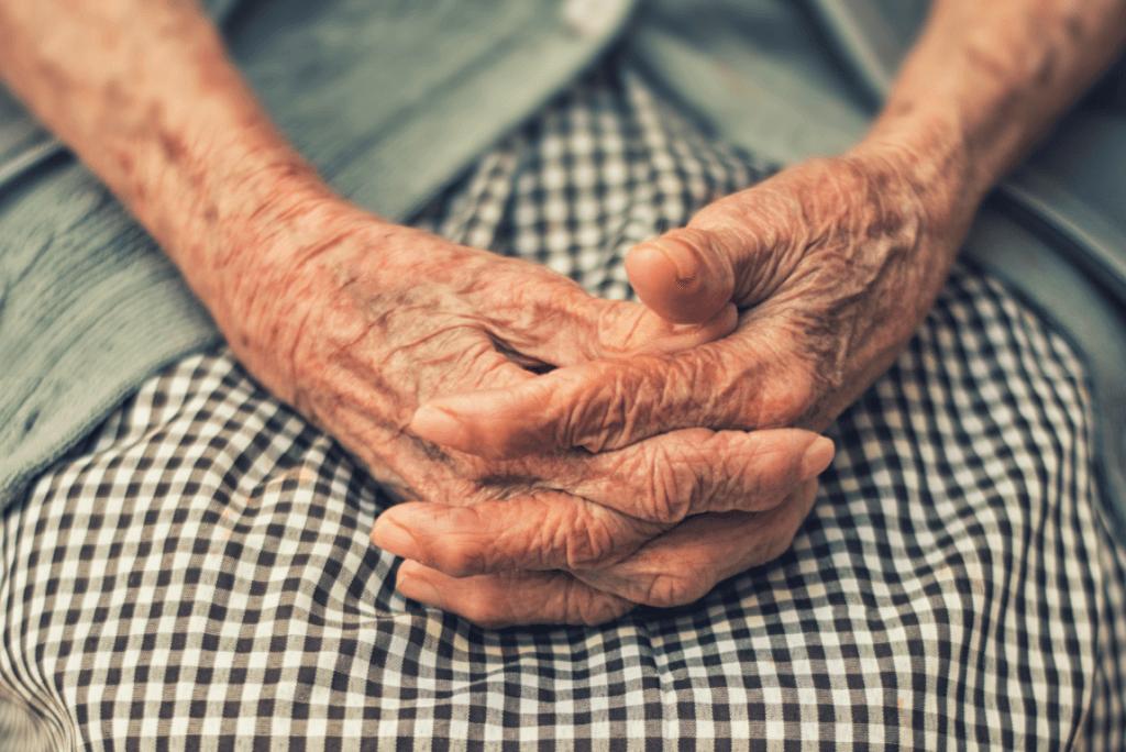 Demenza di una persona anziana in famiglia