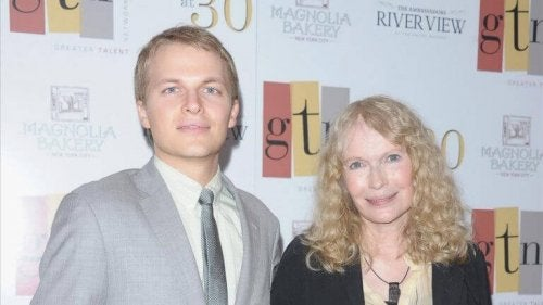 Mia Farrow e suo figlio