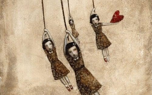 Quattro bambine, di cui una tiene in mano un cuore