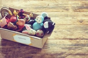 Scatolone con giocattoli
