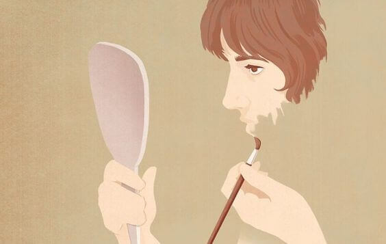 Donna si dipinge il volto