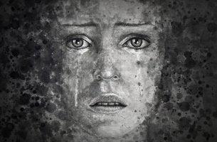 Donna depressa che piange