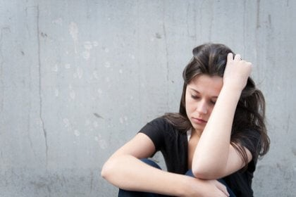 Donna che soffre da disturbo dell'adattamento