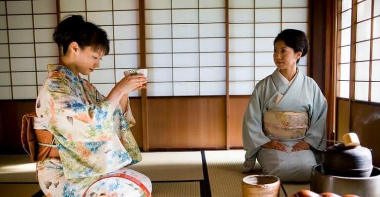Donne durante la cerimonia del tè