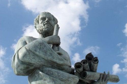 Scultura di Socrate, figura chiave della filosofia