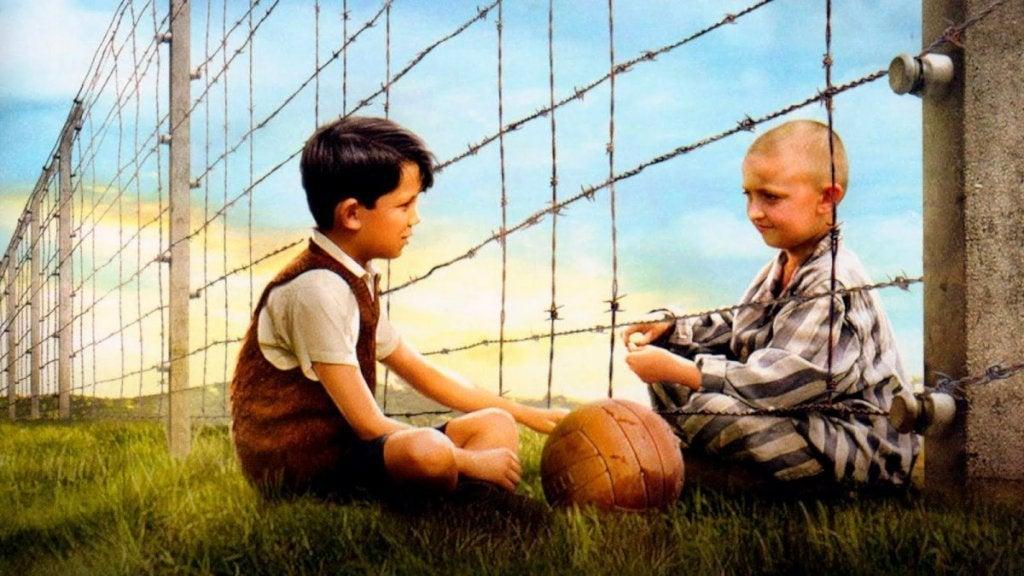 Il bambino con il pigiama a righe: amicizia oltre le barriere