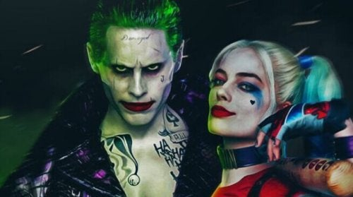 Joker e Harley Quinn abbracciati