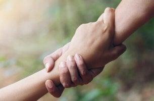 Mani strette fra loro trappola del messia