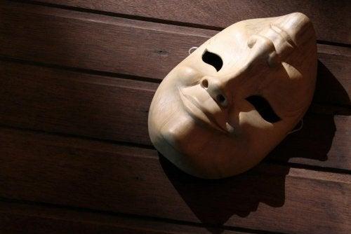Maschera con due volti
