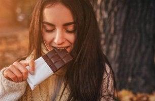 Cioccolato tra gli alimenti che aumentano la serotonina e la dopamina
