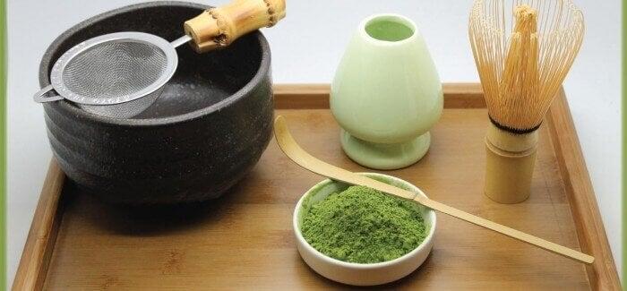 Utensili per la cerimonia del tè