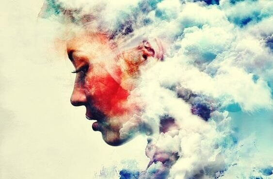 Donna con nuvole sulla testa