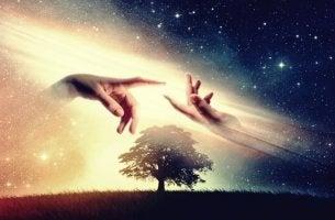 Mani che si uniscono in cielo
