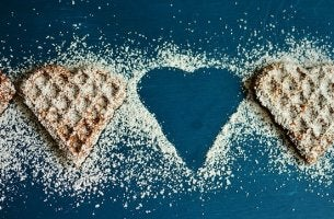 Biscotti a forma di cuore che rappresentano la cucina terapeutica