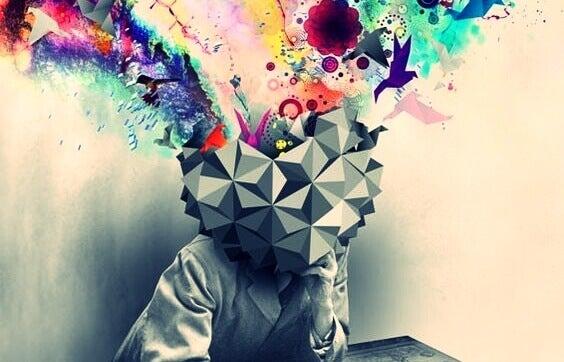 Persona con testa di cubo a colori