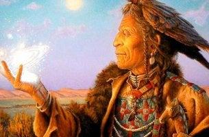 Un uomo anziano che rappresenta la saggezza tolteca