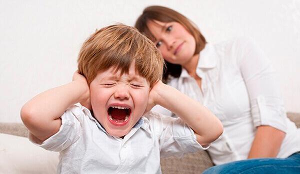 Bambino grida