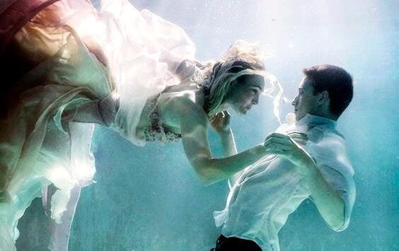 Coppia sott'acqua