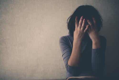 A chi piange lacrime nascoste