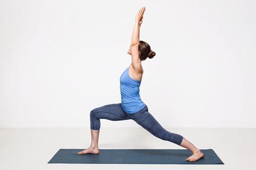 Yoga per principianti posizione del guerriero