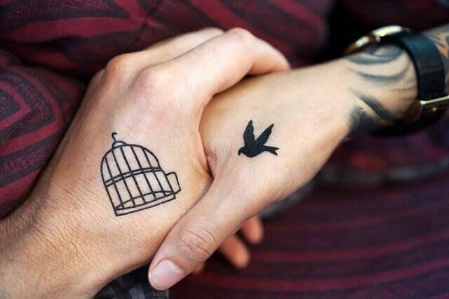 Tatuaggio gabbia e uccello