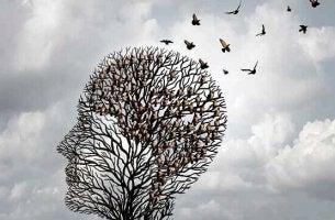 Albero a forma di testa con degli uccelli che volano via euristiche