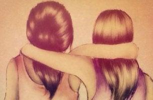 Amiche abbracciate