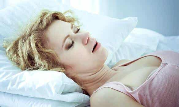 Apnea notturna: cause, sintomi e trattamenti