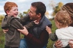 Bambini con i loro genitori