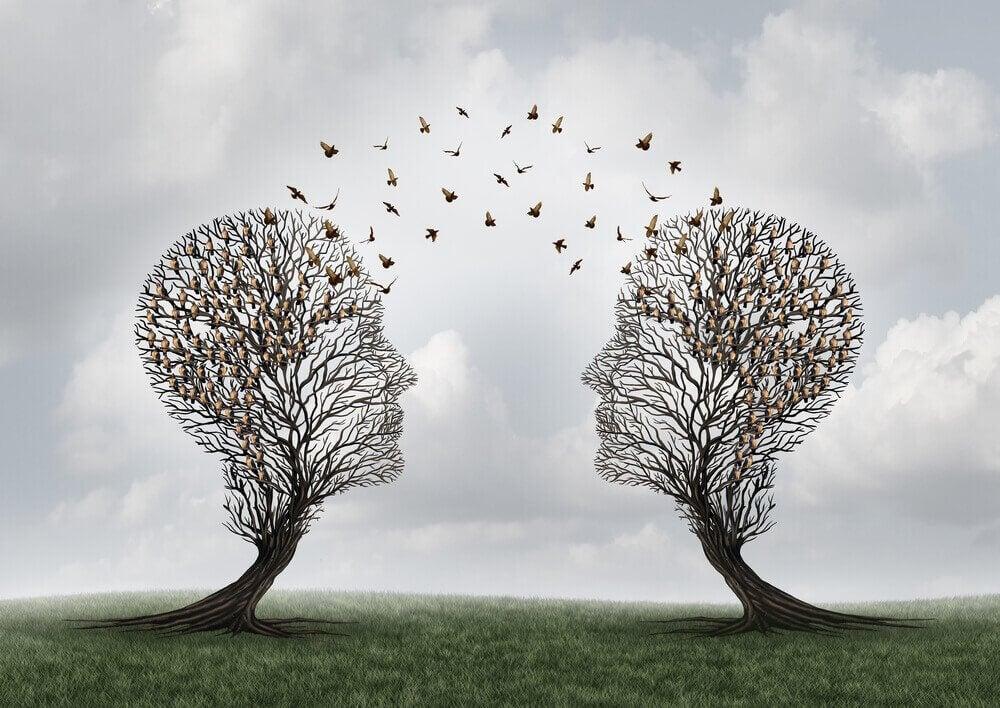 Comunicazione tra alberi a forma di testa