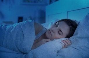 Donna che riesce a dormire come un bambino