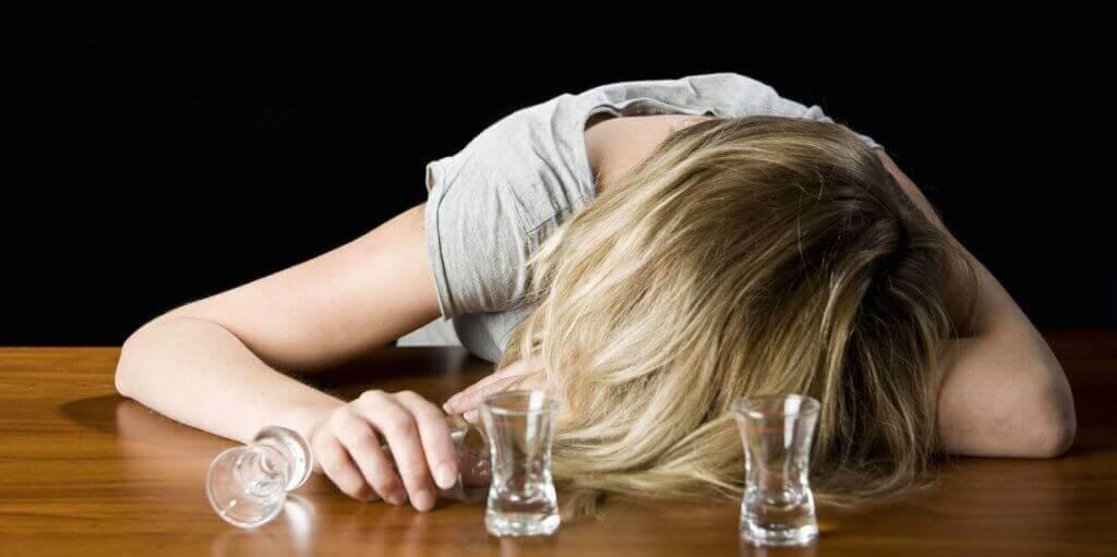 Donna che ha bevuto troppo