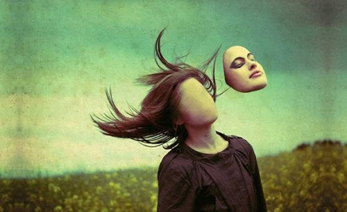 Una donna senza volto