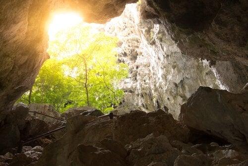 Luce fuori dalla grotta