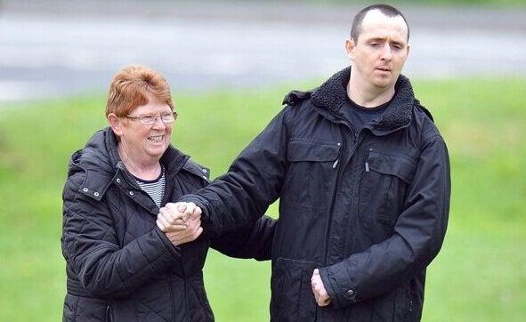Paul Pugh e sua madre riso spastico