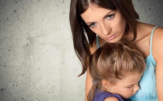Proteggere i figli: preoccupazione ossessiva