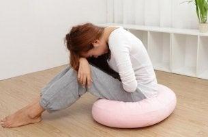 Donna con sindrome premestruale