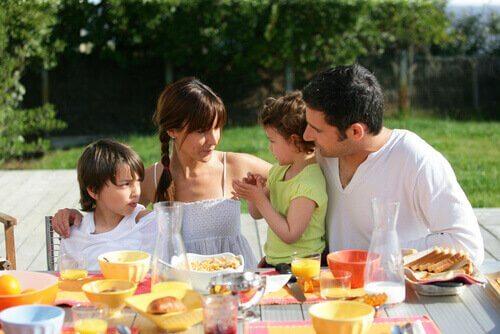 Cibo in famiglia i grandi momenti della giornata